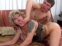 Mature squirter gushing love juices